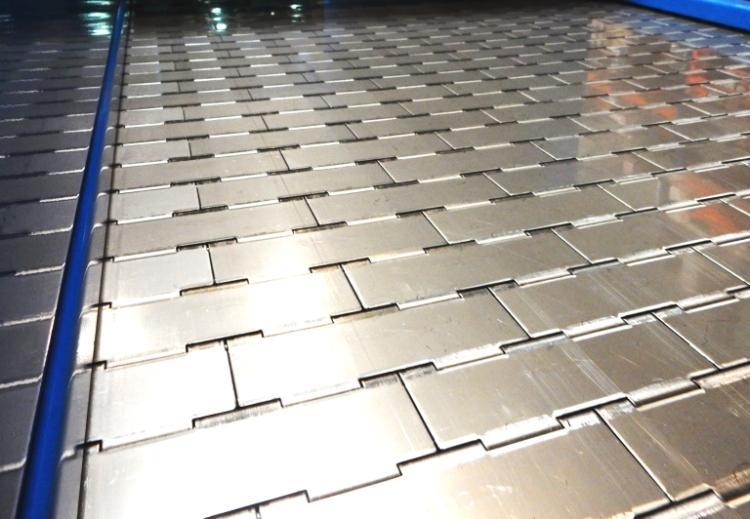Metallischer teppich forderer